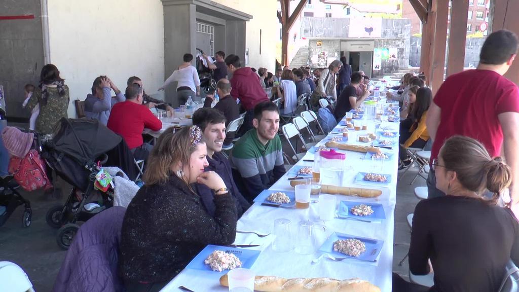 70 pertsona inguru bildu ziren Ikaztegietako Gazte Taldearen bigarren Gazte Egunean