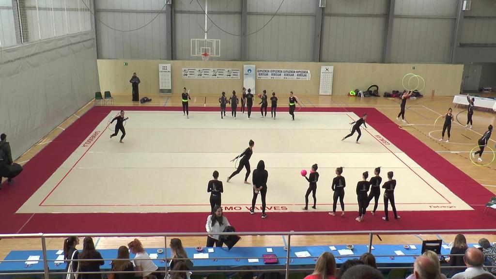 Denboraldi itxiera bikaina eman diote Tolosa C.F.  taldeko gimnastek