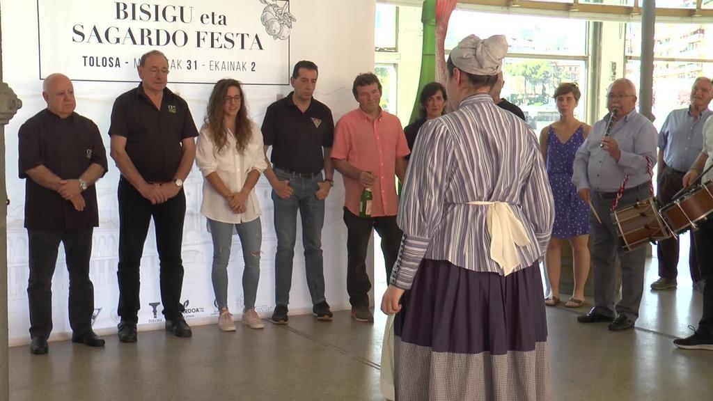 Irene Caminosek izan zuen Bisigu eta sagardo festari hasiera emateko ardura