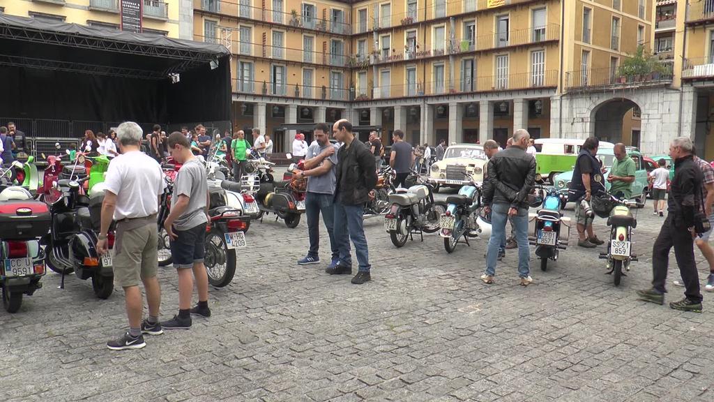 30 kotxe eta 40 moto bildu ditu ibilgailu  klasikoen topaketak