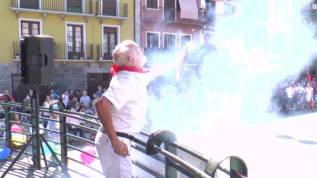 Buruhandiek eta zezenek giroa berotu zuten Tolosan Kabi Alai elkarteak antolatzen duen San Fermin festan