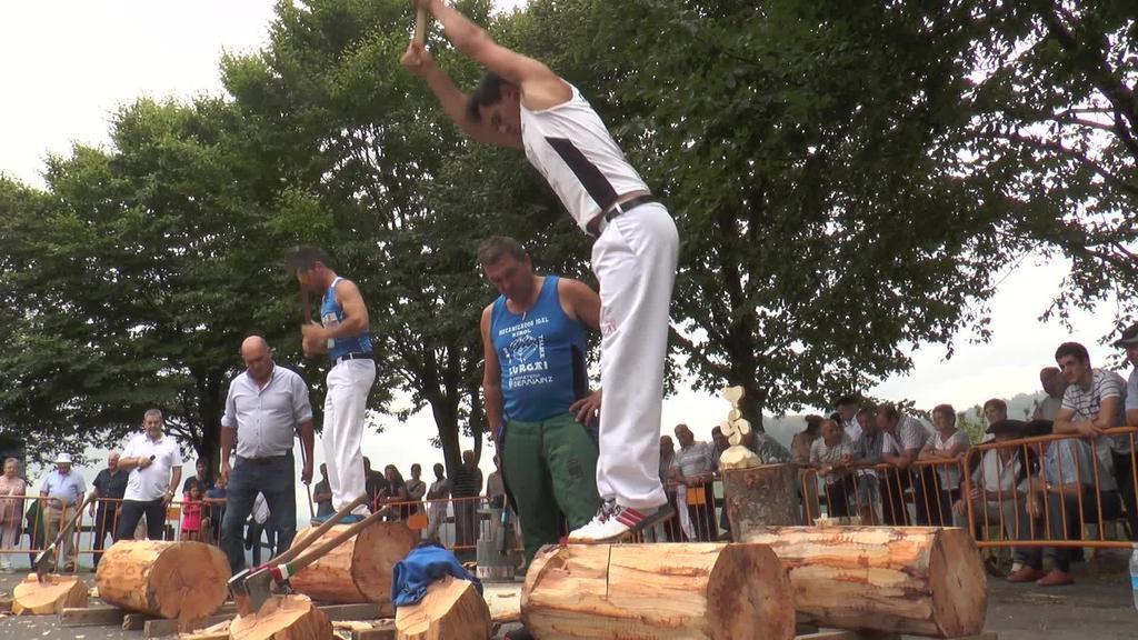 Herri kirol erakustaldia eskaini zuten Santamañako festetan