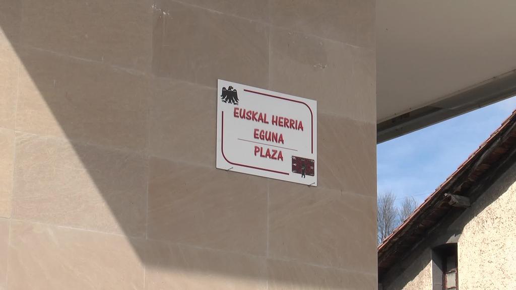 Ibarran ospatu da aurtengo Euskal Herria Eguna eta  Baionari pasa diete hurrengo urterako testigua