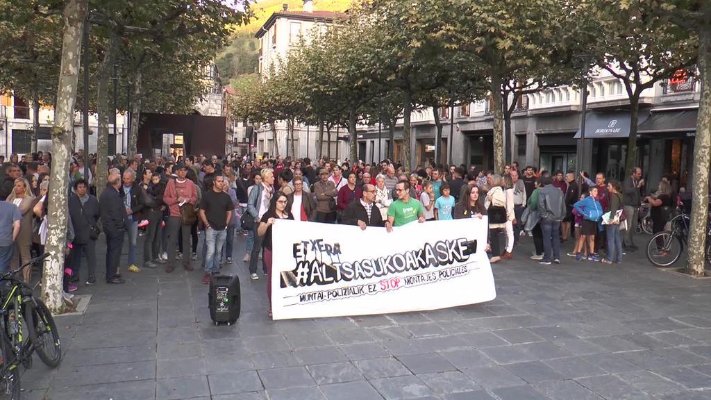 Altsasuko gazteen askatasuna eskatzeko mobilizazioak dozenaka lagun bildu ditu Tolosan