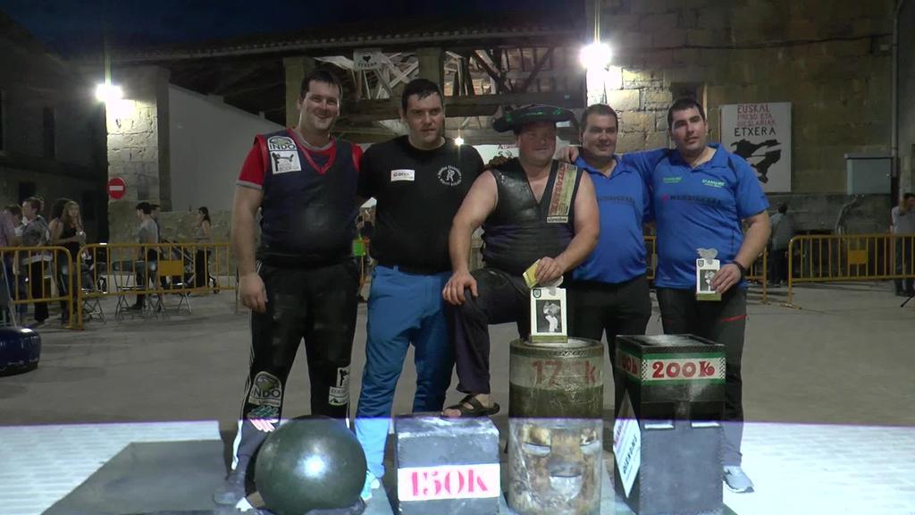 Aimar Irigoienek guztira 5.875 kilo jaso ondoren  Gipuzkoako Harri Handien Txapelketa irabazi zuen