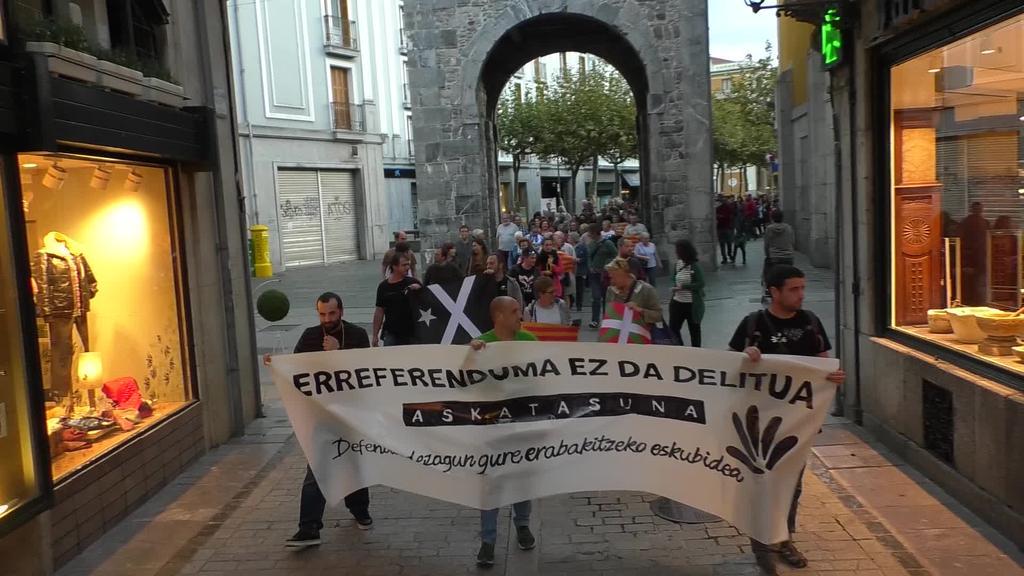 Espainiako Auzitegi Gorenaren ebazpenaren  aurrean Gure Eskuk elkarretaratzeak deitu zituen