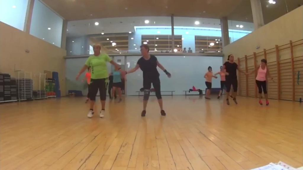 Emakumeen kontrako indarkeria salatzeko flashmob-aren koreografia entsaiatzeko aukera dago
