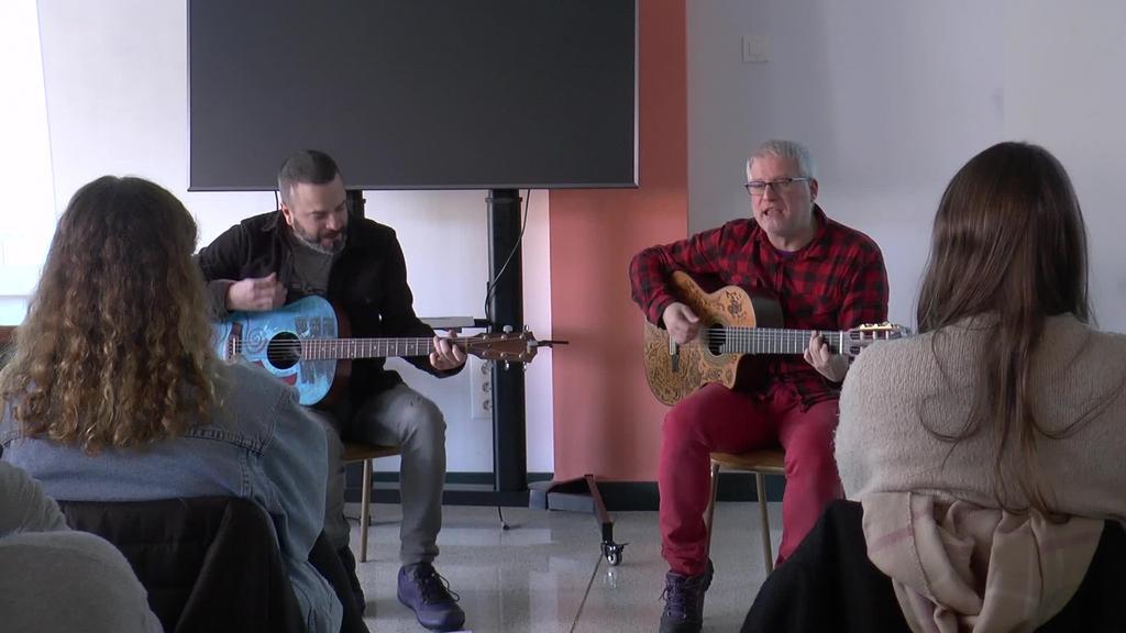 Euskarazko musikaren transmisioa gazteengana iristeko Baga,  Biga, Higa ekimena egin dute Inmakulada Lanbide Ikastolan