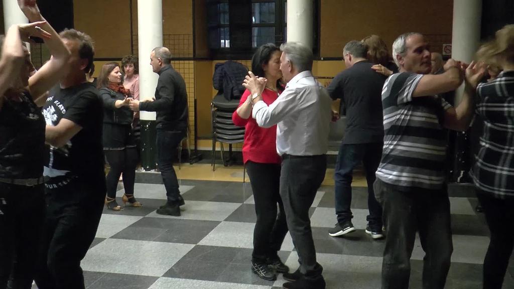 Tolosalsaren erritmoan, dantza latindarrek hartu zuten Tolosako Kultur etxea