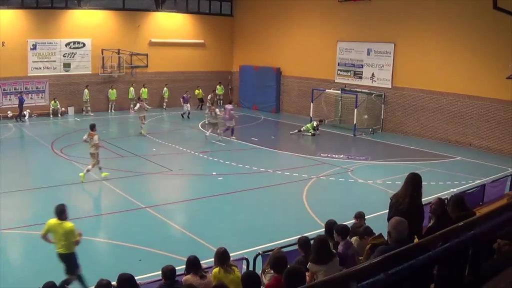 Aurkari zuzenari irabazita play off-ak gertuago ditu Lauburuk