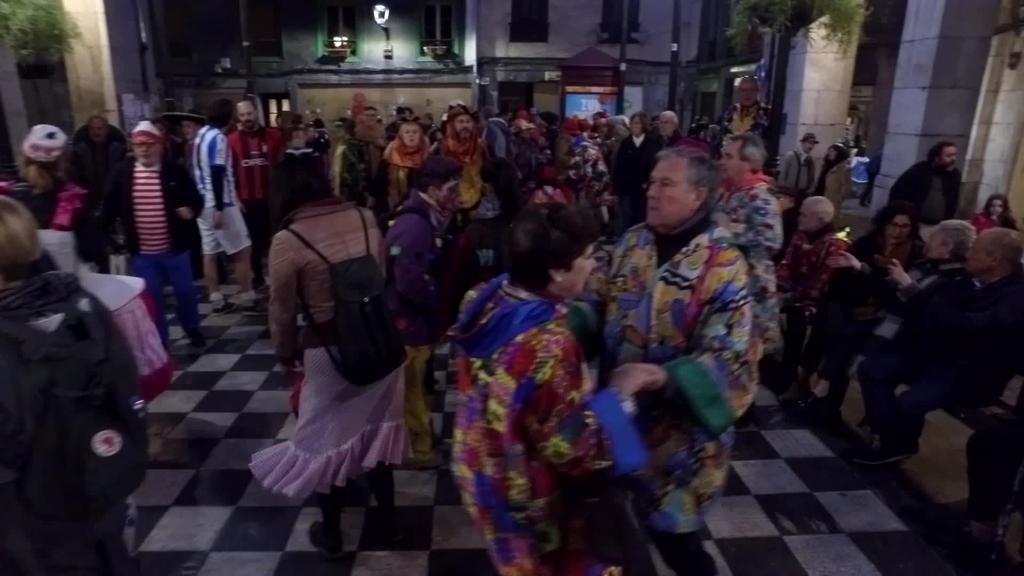 Dantzarako doinuak Berdura plazan