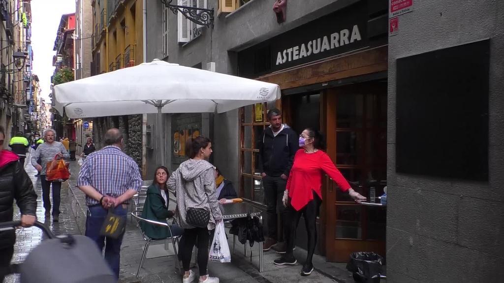 Eskualdeko zenbait tabernak ate eta terrazak ireki dituzte