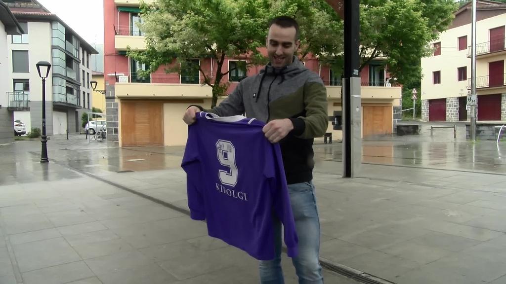 15 urte taldean pasa ondoren areto futbolean jokatzeari  utzi dio Aitzol Oiarbidek