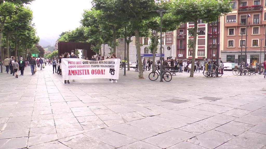 Patxi Ruiz eta Andoni Goikoetxea preso politikoei elkartasuna erakusteko manifestazioa egin dute