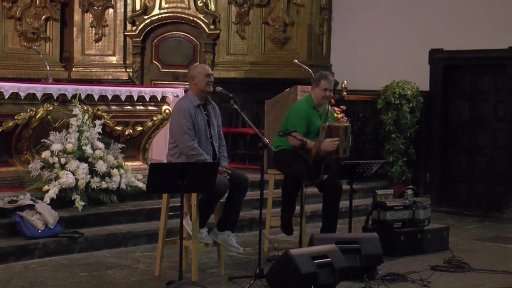 Andoni Egaña eta Jon Ostolazak bertso musikatuak eskaini dituzte