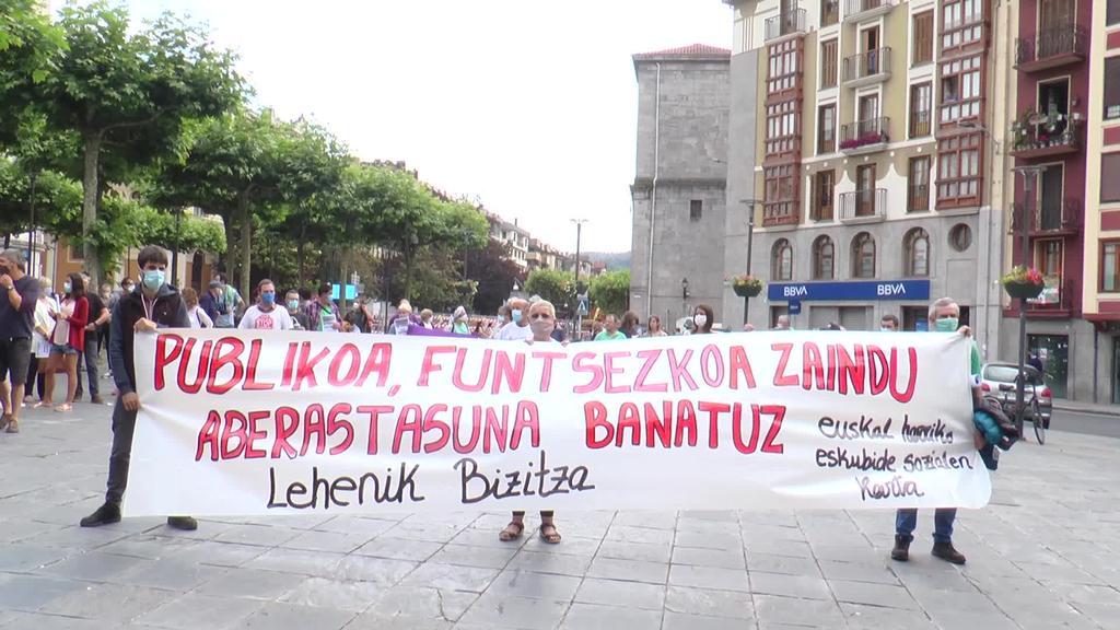 """LAB sindikatuak kontzentrazioa burutu du """"Publikoa, funtsezkoa  zaindu aberastasuna banatuz"""" lelopean"""