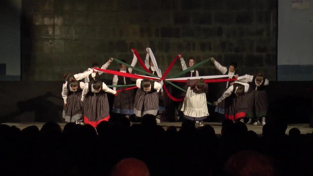 Alurr dantza taldeak ikasturte berriari hasiera eman dio