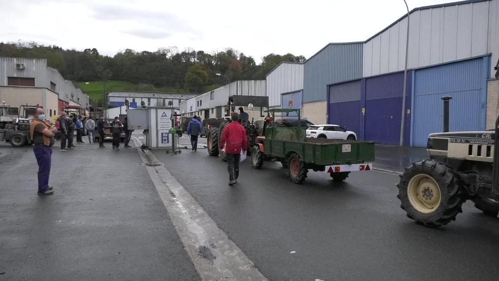 Traktoreei azterketa teknikoa pasatzeko prozedura ere pandemia garaira egokitu dute