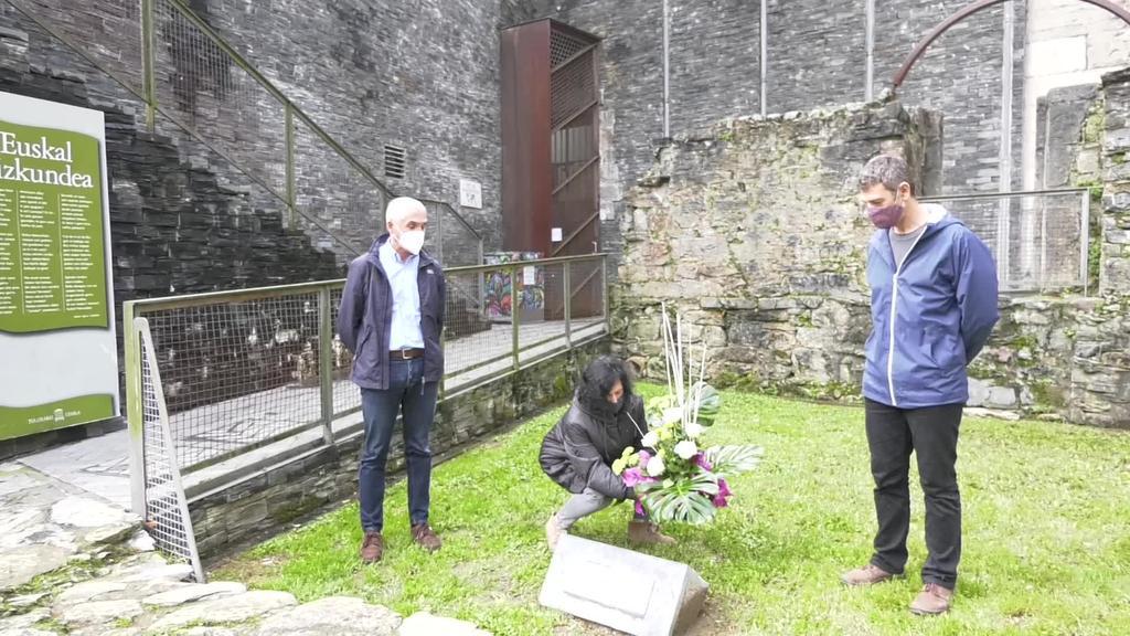 Memoriaren Egunean Tolosako Udala ordezkatzen  duten hiru alderdiek adostutako adierazpen instituzionala
