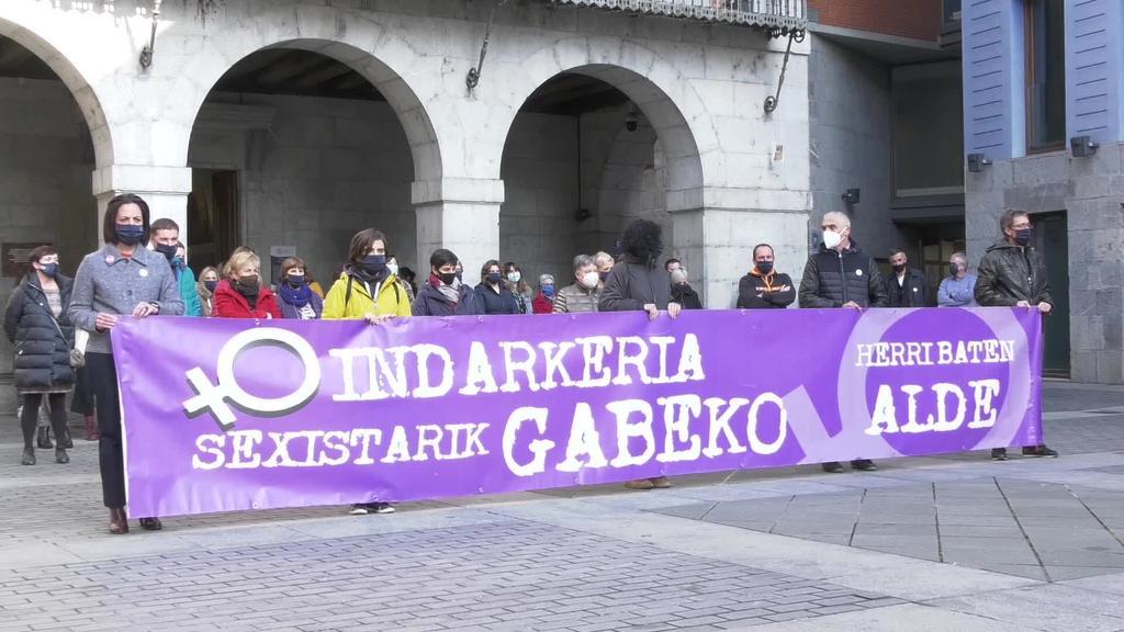 """Elkarretaratzea egin du Tolosako Udalak """"Indarkeria sexistarik gabeko herri baten alde"""" lelopean"""