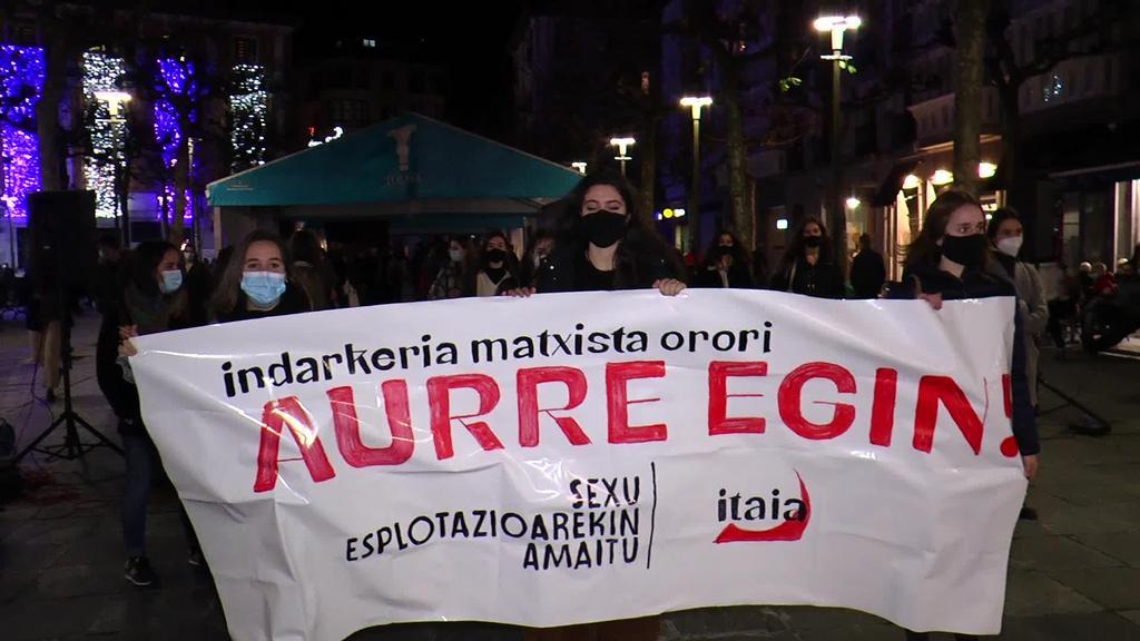 Esplotazio sexistaren aurkako kontzentrazioa Tolosako Triangulo plazan
