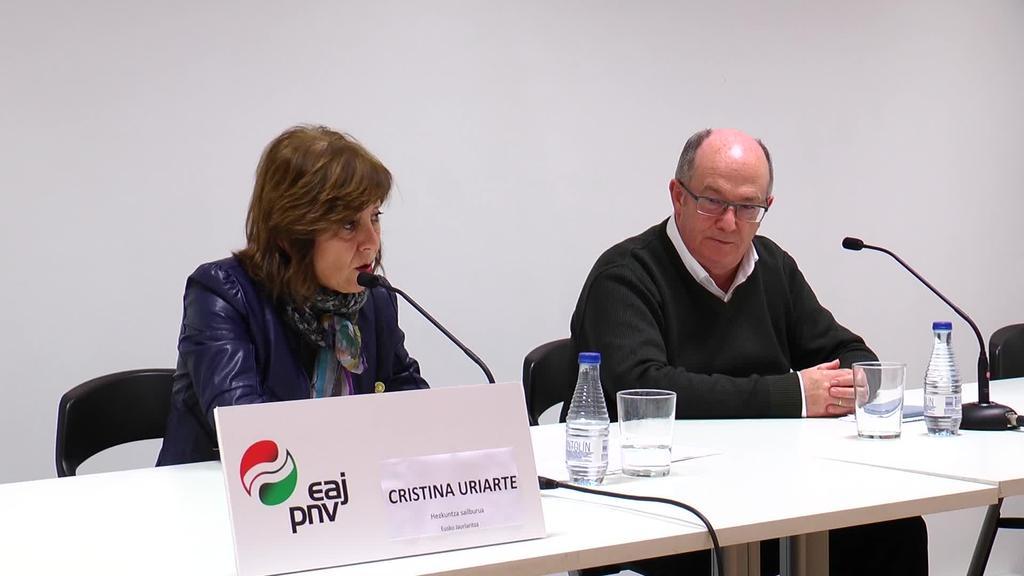 Cristina Uriarte Eusko Jaurlaritzako hezkuntza sailburuak hitzaldia eskaini zuen atzo arratsaldean, Azkoitiko Elkarguneko Oteiza aretoan