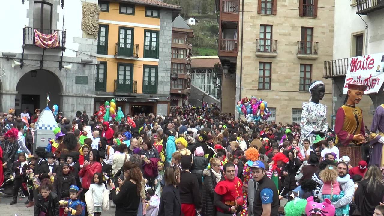 Azpeitiko umeen inauterietako desfilea 2019