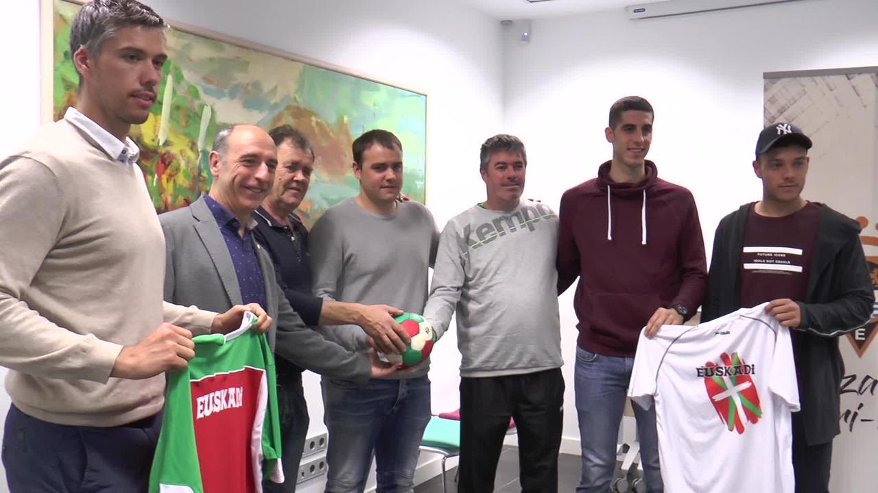 Euskadi eta Akitaniako eskubaloi selekzioek indarrak neurtuko dituzte Aritzbatalden larunbatean