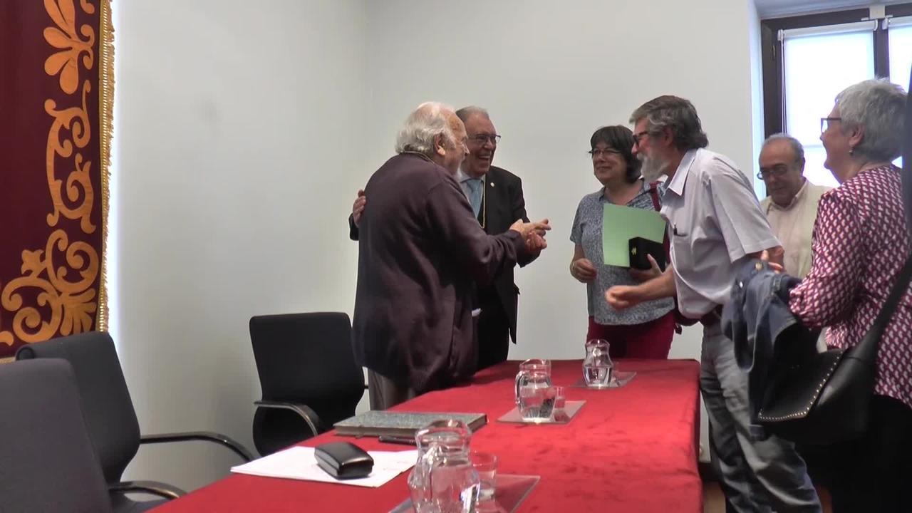 Euskalerriaren Adiskideen Elkarteak ohorezko adiskide izendatu du Antonio Oteiza