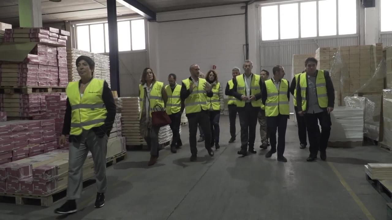 Markel Olano diputatu nagusiak  Astigarraga Kit Line enpresa bisitatu du, Egurraren V. Astearen barruan.