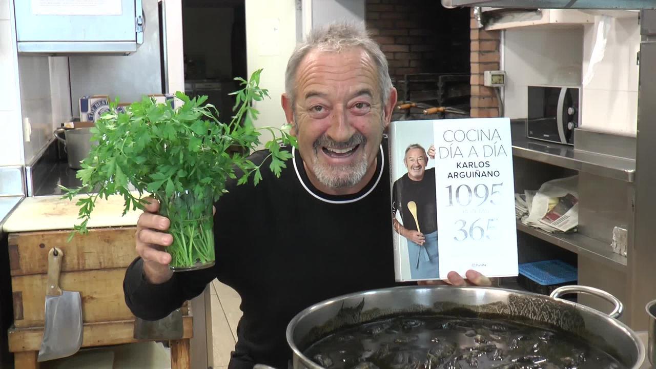"""Karlos Arguiñanok liburu berri bat aurkeztu du, 1095 errezeta 365 menurekin """"Cocina Dia A Dia""""."""
