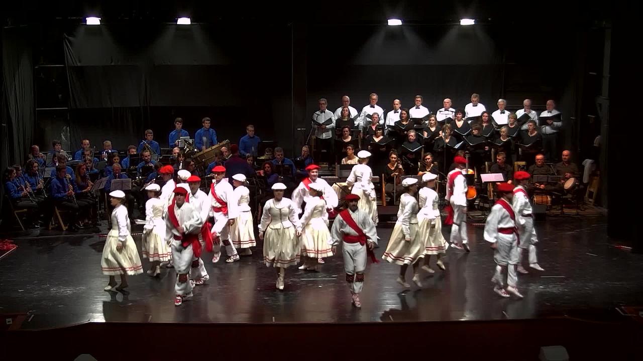 Sahatsa dantza taldeak, Azkoitiko musika bandak eta Iraurgi abesbatzaren 'Pirinioen magalean'