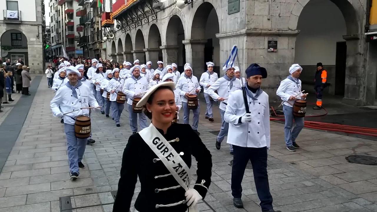Festak ez du etenik Azpeitian