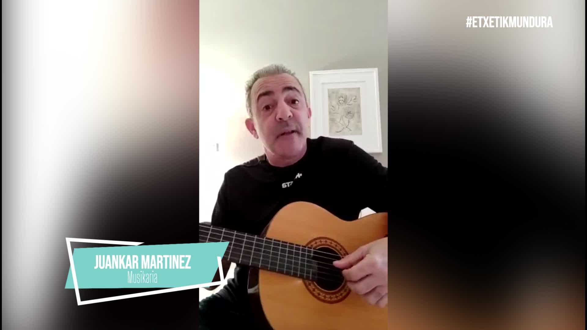 Juankar Martinez musikaria, etxetik mundura