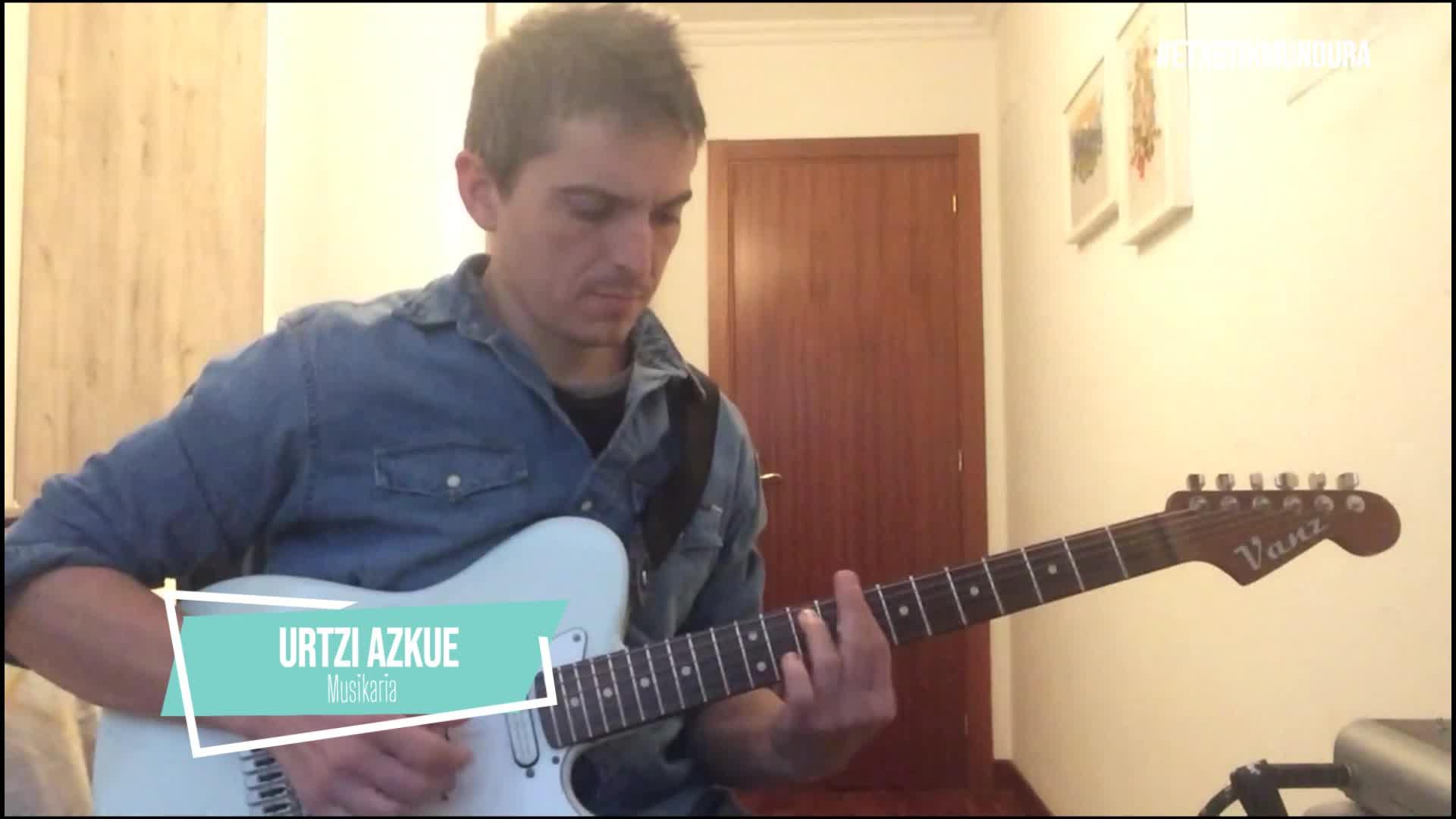 Urtzi Azkue musikaria, etxetik mundura