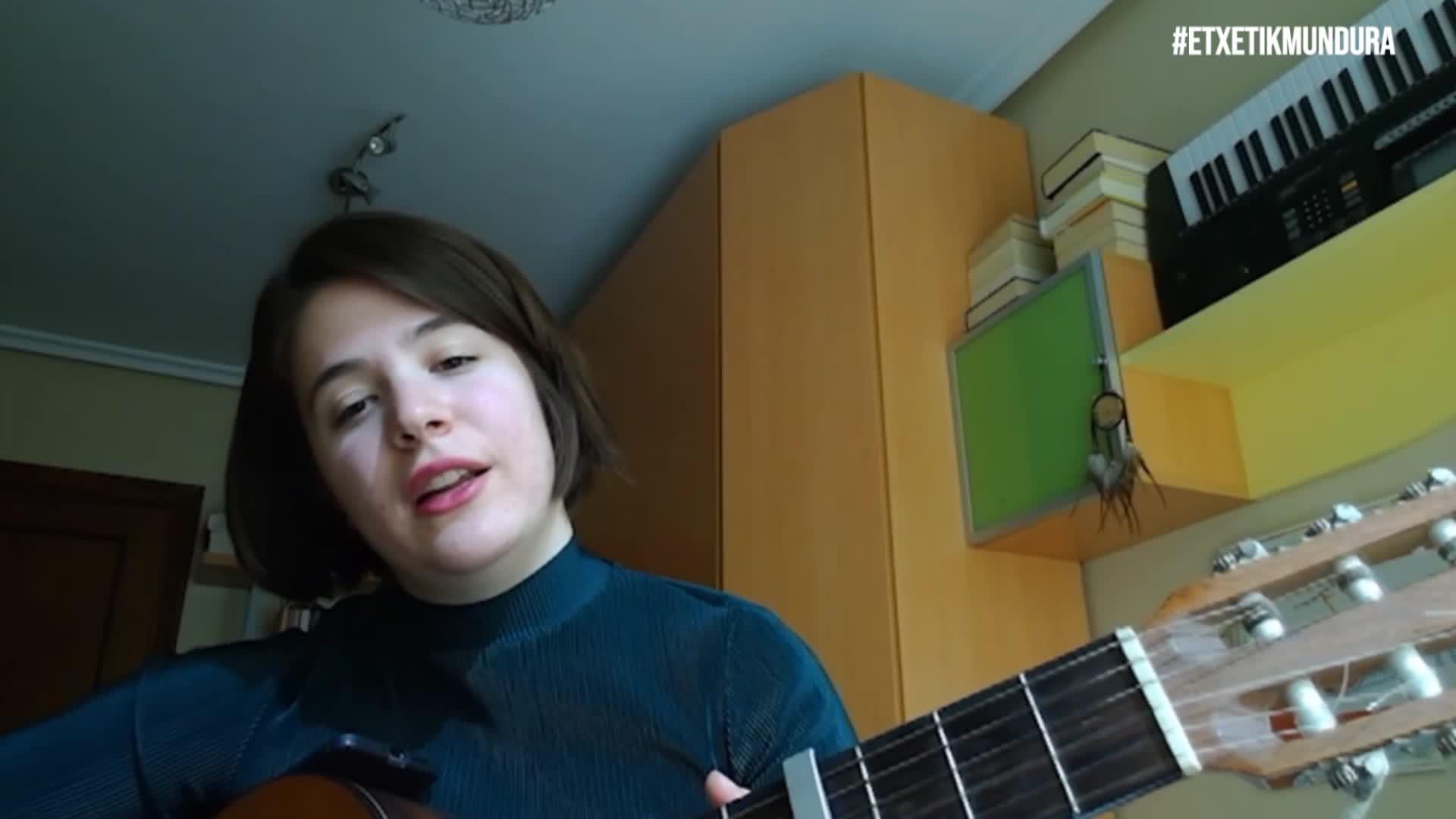 Ane Erkizia musikaria, etxetik mundura