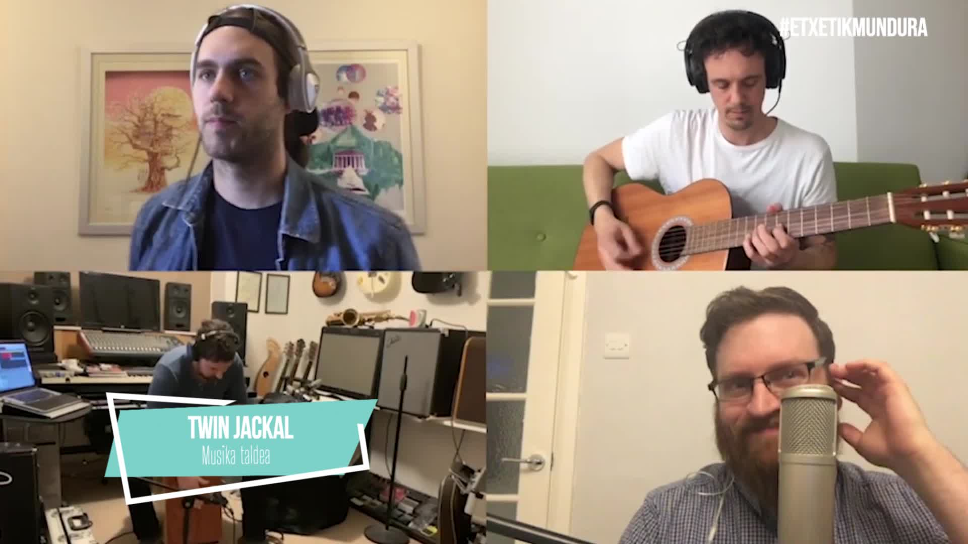 Twin Jackal musika taldea, etxetik mundura