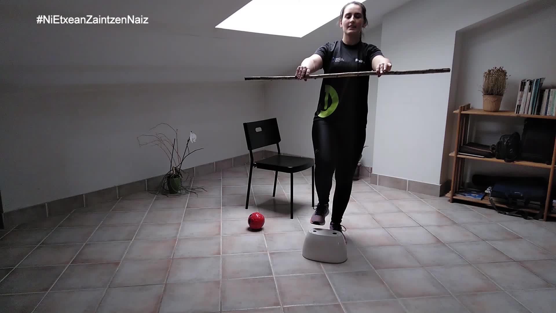 #NiEtxeanZaintzenNaiz: Zarauzko kiroldegiko begiraleek adinekoentzat prestatutako 29. saioa