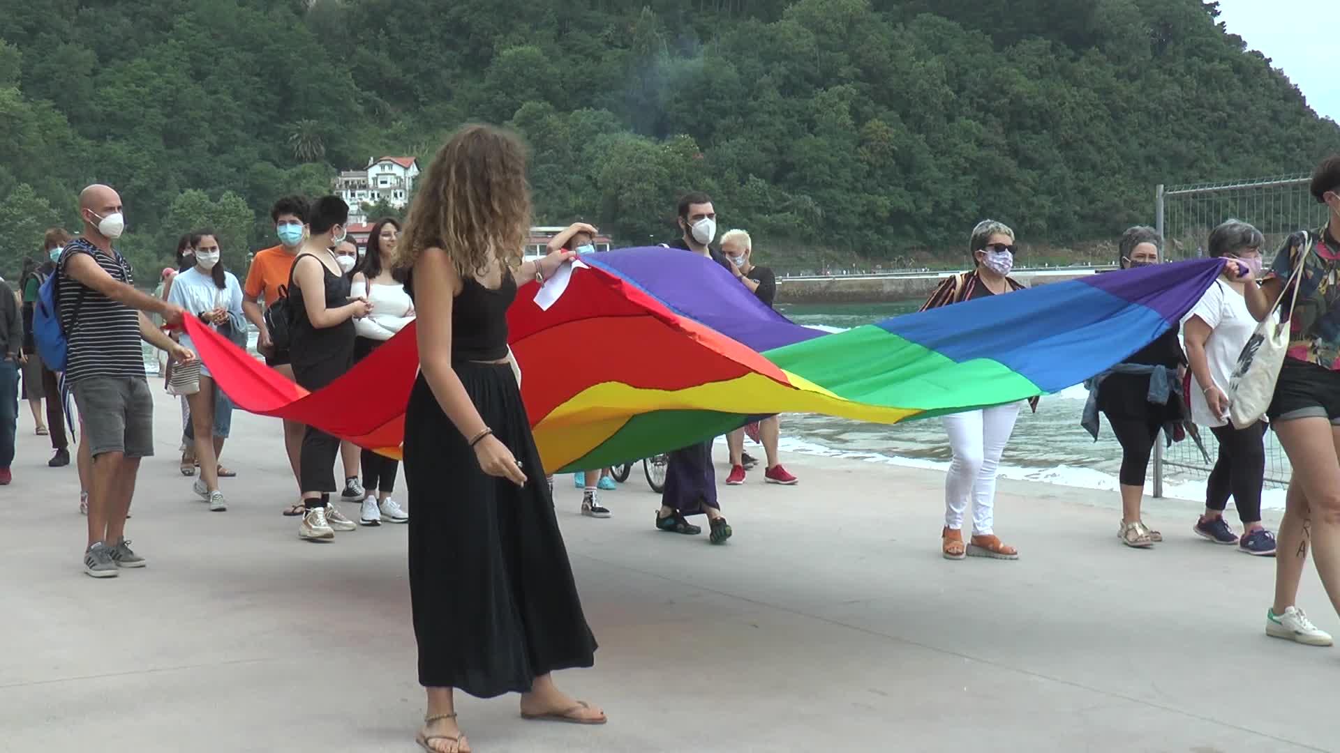 LGTBIQ + kolektiboaren aldeko aldarriak nagusitu dira goizeko manifestazioan