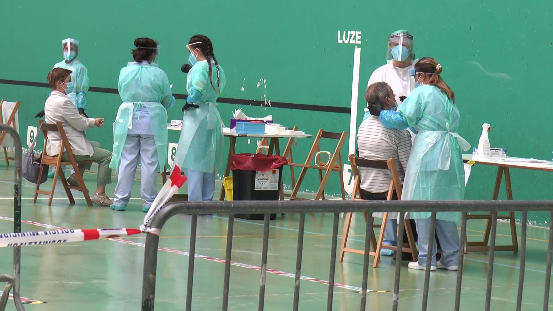 PCR probak egiten hasi dira Getariako frontoian