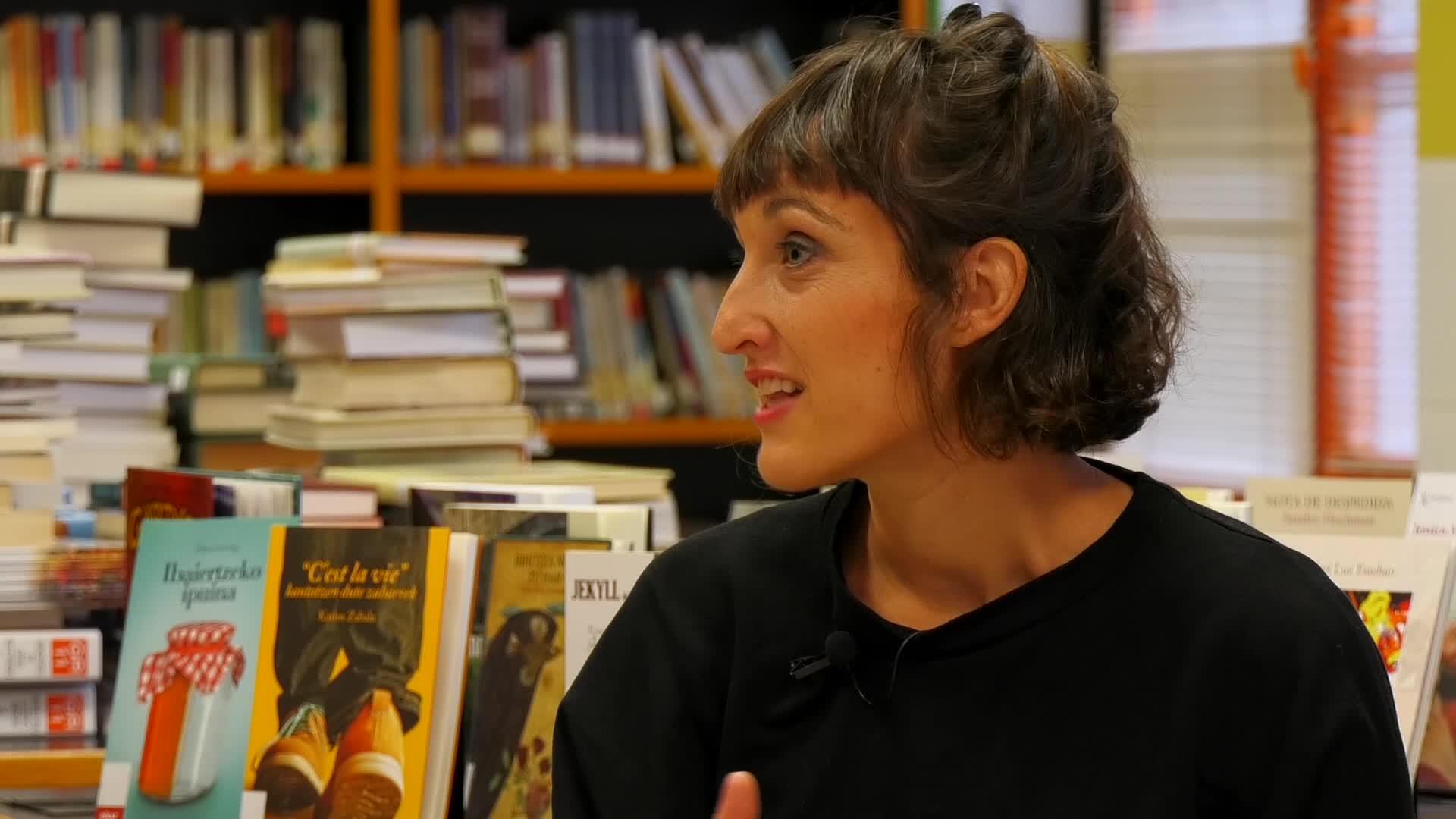 """Uxue Alberdi: """"Pozik eta eskertuta sentitzen naiz Euskadi Literatura Saria jasota"""""""