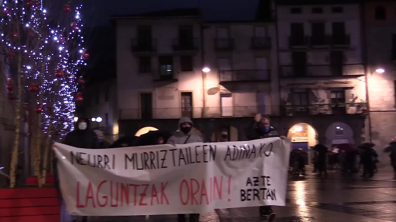 Azpeitiko ostalarien, merkatarien eta hornitzaileen manifestazioa bideoan
