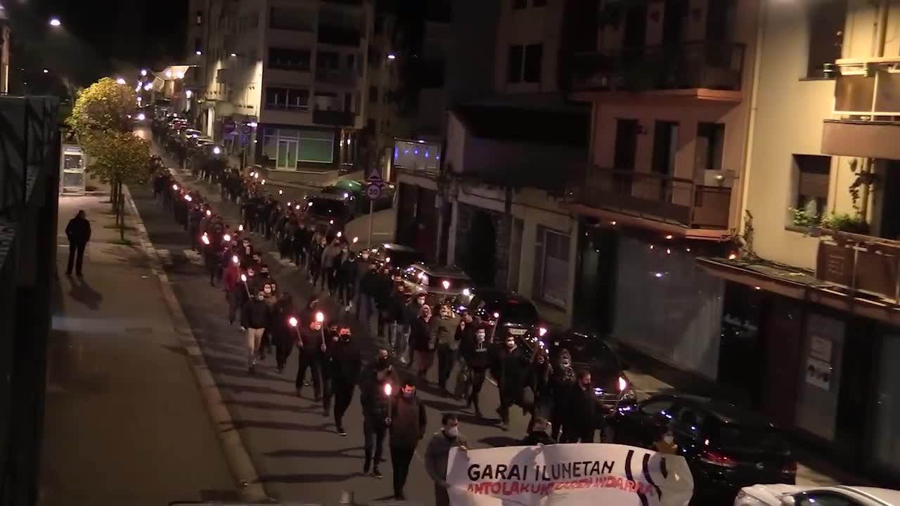 Manifestazio jendetsua egin du Urola Erdiko Kontseilu Sozialistak Azpeitian