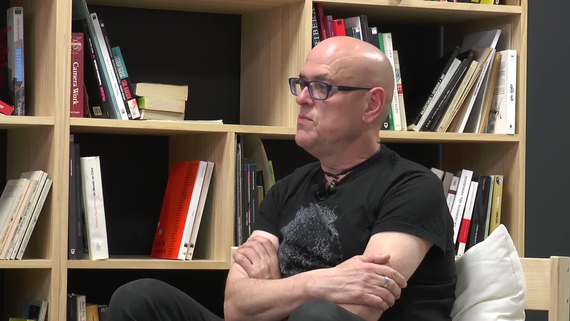 Iñaki Segurola idazleari elkarrizketa